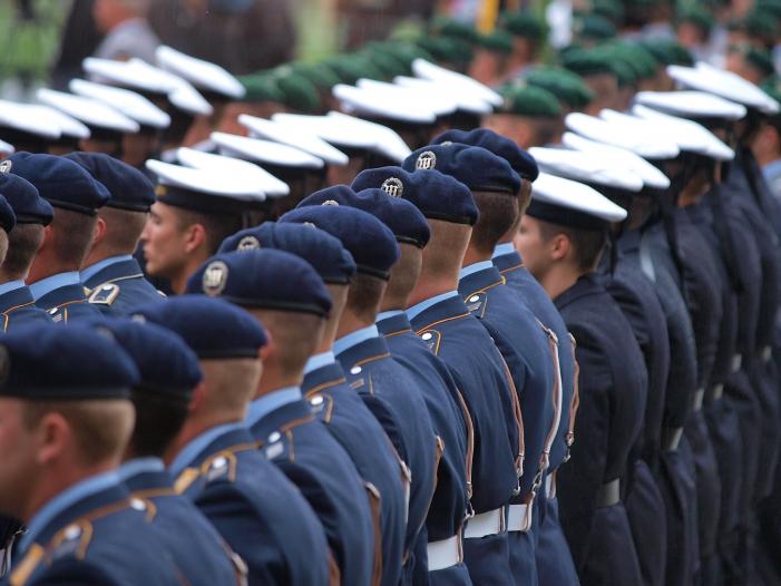 CDU fordert neue Bundeswehr Uniformen - CDU fordert neue Bundeswehr-Uniformen