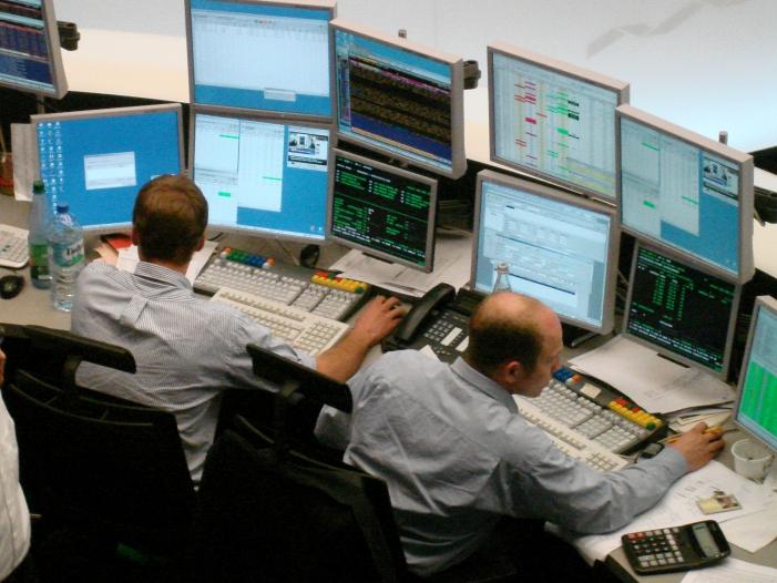 DAX startet im Plus Anleger warten auf EZB Ratssitzung - DAX startet im Plus - Anleger warten auf EZB-Ratssitzung