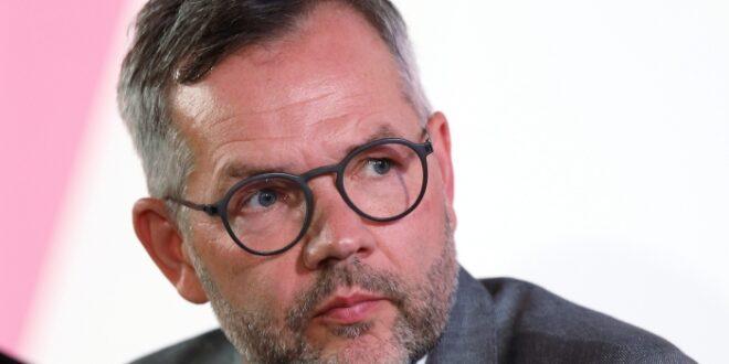 Europa Staatsminister Roth sieht von der Leyen als Verbündete der SPD 660x330 - Europa-Staatsminister Roth sieht von der Leyen als Verbündete der SPD