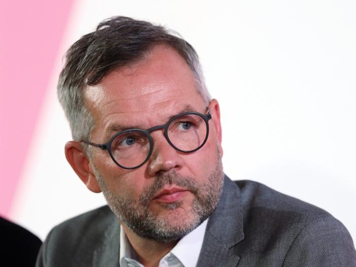 Photo of Europa-Staatsminister Roth sieht von der Leyen als Verbündete der SPD