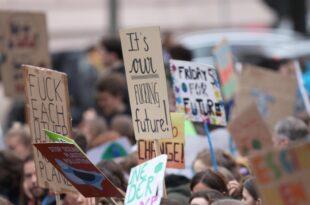 Gabriel rät SPD zu Selbstbewusstsein im Umgang mit Klimaschützern 310x205 - Gabriel rät SPD zu Selbstbewusstsein im Umgang mit Klimaschützern