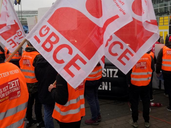 """Photo of IG BCE sieht keinen Grund für """"Nullrunde"""" bei Tarifverhandlungen"""