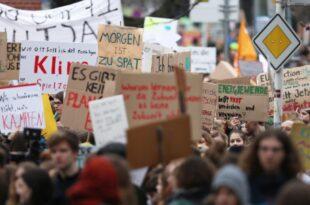 Klimaforscher sieht Regierung wegen Klimaprotesten unter Druck 310x205 - Klimaforscher sieht Regierung wegen Klimaprotesten unter Druck