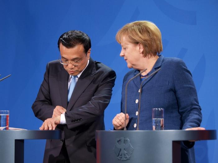 Photo of Merkel telefoniert kurz vor Reise nach China mit Li