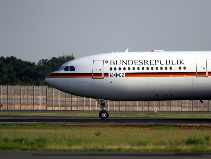 Photo of Merkel und AKK fliegen zeitgleich in getrennten Flugzeugen gen USA