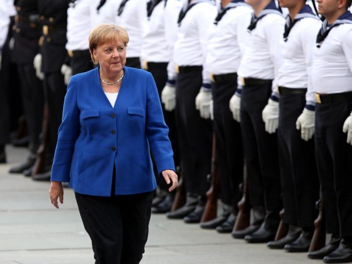 Photo of Modedesigner Kretschmer lobt Kleidungsstil von Merkel