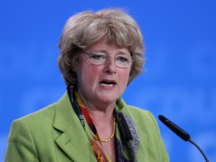 Photo of Staatsministerin Grütters: Mehr Macht für Frauen in der Kirche