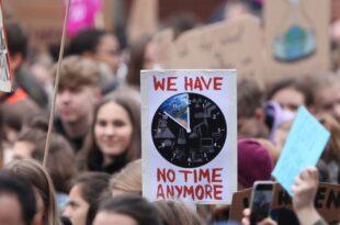 Umfrage Für Schüler und Studenten ist besonders Klimaschutz wichtig 310x205 - Umfrage: Für Schüler und Studenten ist besonders Klimaschutz wichtig