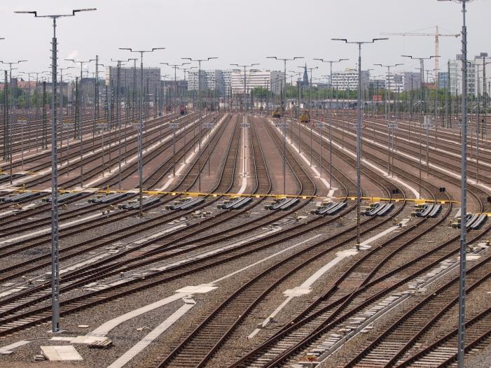 Bild von Bahn will künftig 2.600 herkömmliche Stellwerke ersetzen