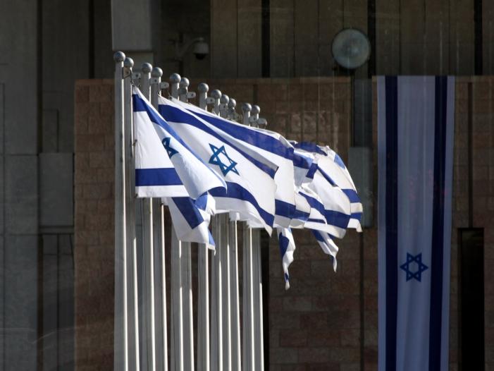 """Photo of Chef von Israels Blau-Weiß-Bündnis: Tat von Halle muss """"Weckruf sein"""""""