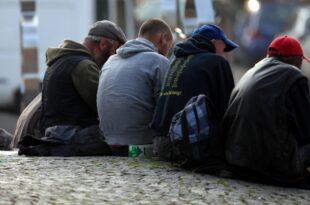 Etwas weniger Menschen von Armut oder sozialer Ausgrenzung bedroht 310x205 - Etwas weniger Menschen von Armut oder sozialer Ausgrenzung bedroht