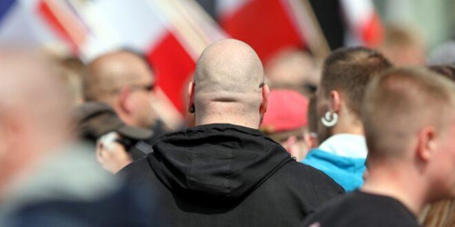 """NRW Innenminister warnt vor Bürgerwehren von Rechtsextremisten 660x330 - NRW-Innenminister warnt vor """"Bürgerwehren"""" von Rechtsextremisten"""