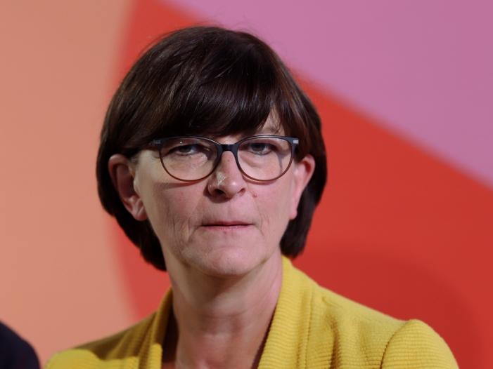 SPD-Kandidatin Esken will Pflicht-Bildungsurlaub für alle