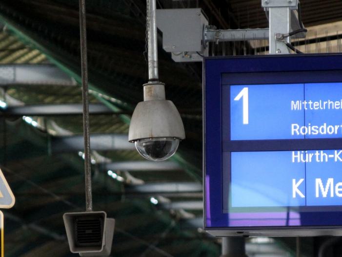 """Bild von Seehofer will Videoüberwachung in """"nahezu allen"""" größeren Bahnhöfen"""