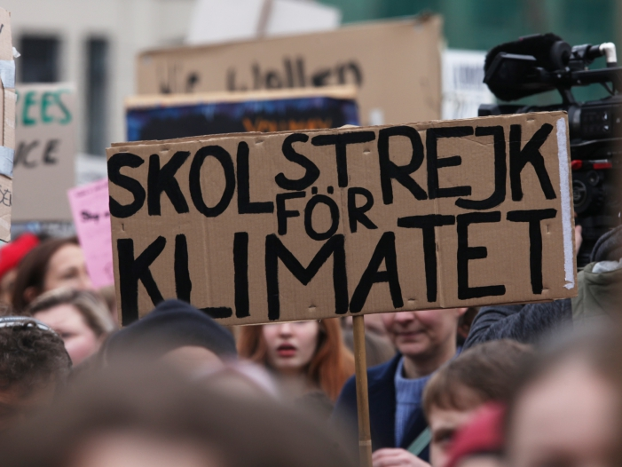 """Trotz Fridays for Future immer mehr Flugpassagiere - Trotz """"Fridays for Future"""" immer mehr Flugpassagiere"""
