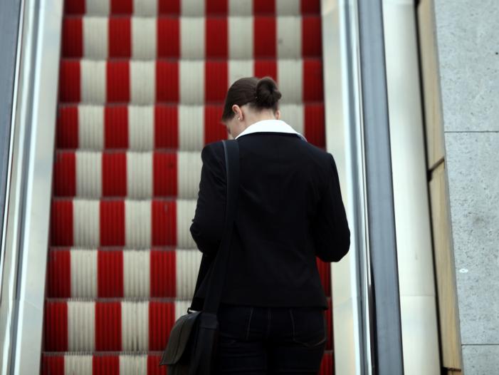 Umfrage Mehrheit für mehr Frauen in Spitzenpositionen - Umfrage: Mehrheit für mehr Frauen in Spitzenpositionen