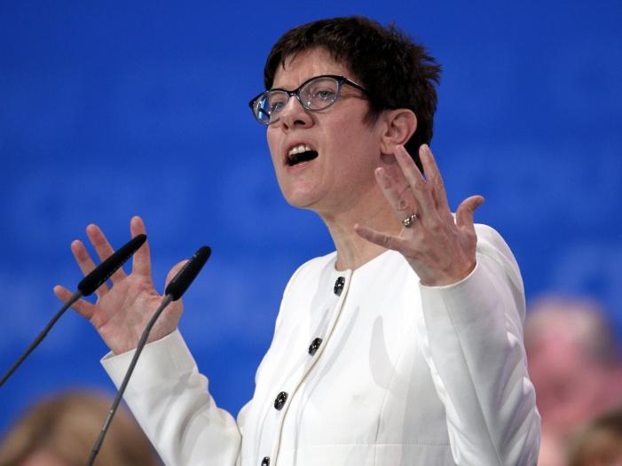 CDU empört über SPD Angriff auf Kramp Karrenbauer - CDU empört über SPD-Angriff auf Kramp-Karrenbauer