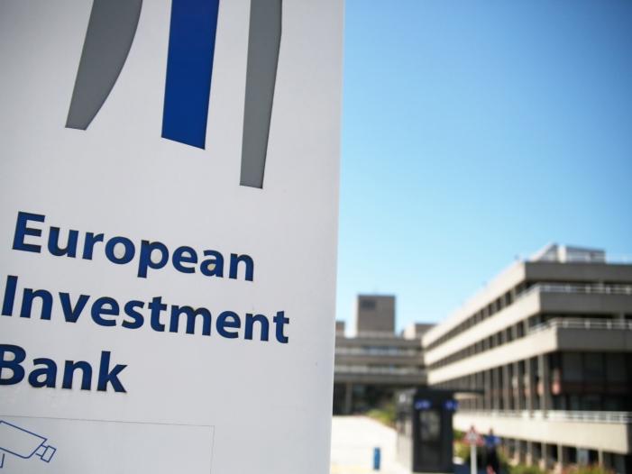 EU Förderbank sieht grüne Investitionen als Riesenherausforderung - EIB-Chef wirft Wirtschaft zu zaghaften Umgang mit Klimawandel vor