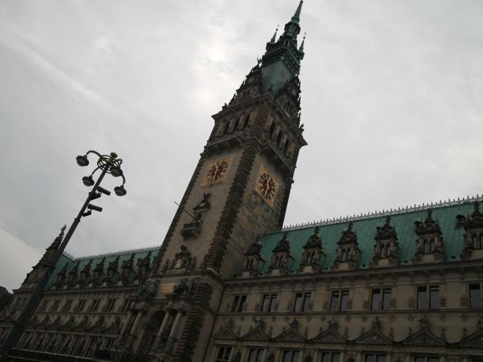 Photo of Hamburgs Erster Bürgermeister unterstützt Synagogen-Neubau