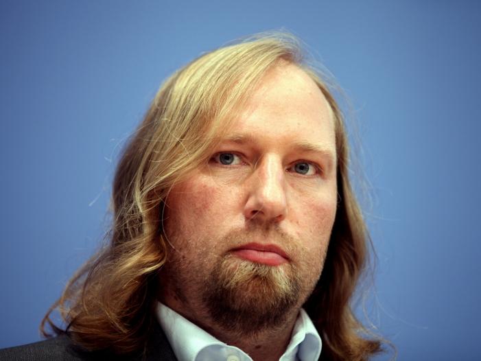 """Photo of Hofreiter bezeichnet Bauern-Demo als """"falschen Ansatz"""""""