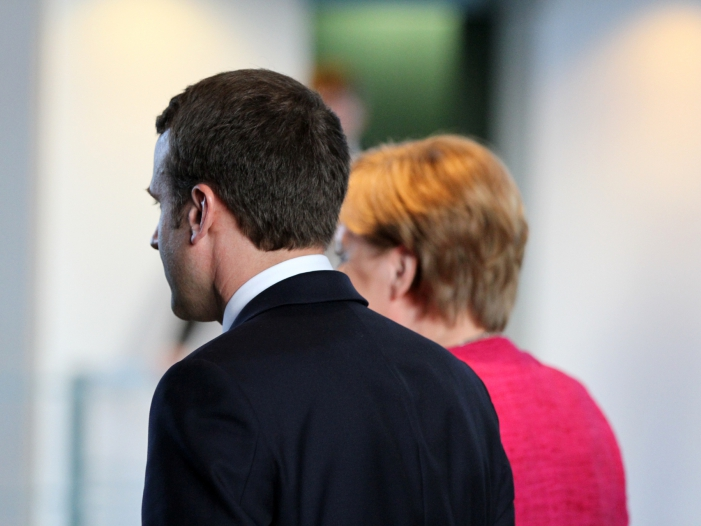 Photo of Hubschrauberabsturz in Mali: Merkel kondoliert Macron