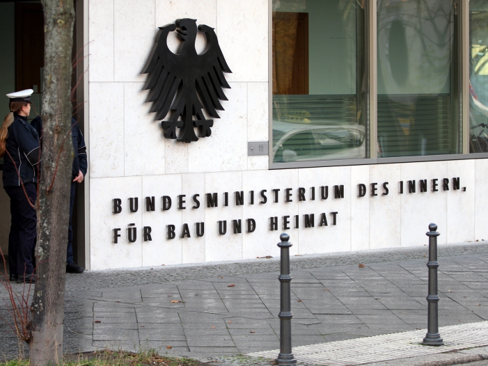 Photo of Innenministerium verteidigt Pronold-Berufung zum Bauakademie-Direktor