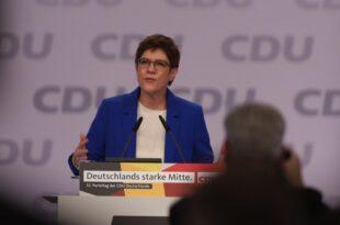 Kramp Karrenbauer ruft CDU zu mehr Zusammenhalt auf 310x205 - Kramp-Karrenbauer ruft CDU zu mehr Zusammenhalt auf