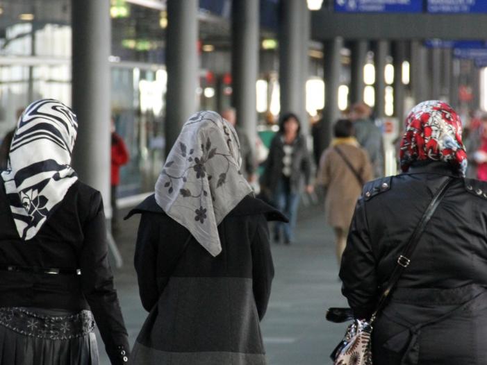 Linnemann will Kopftuchverbot für Mädchen unter 14 Jahren - Linnemann will Kopftuchverbot für Mädchen unter 14 Jahren