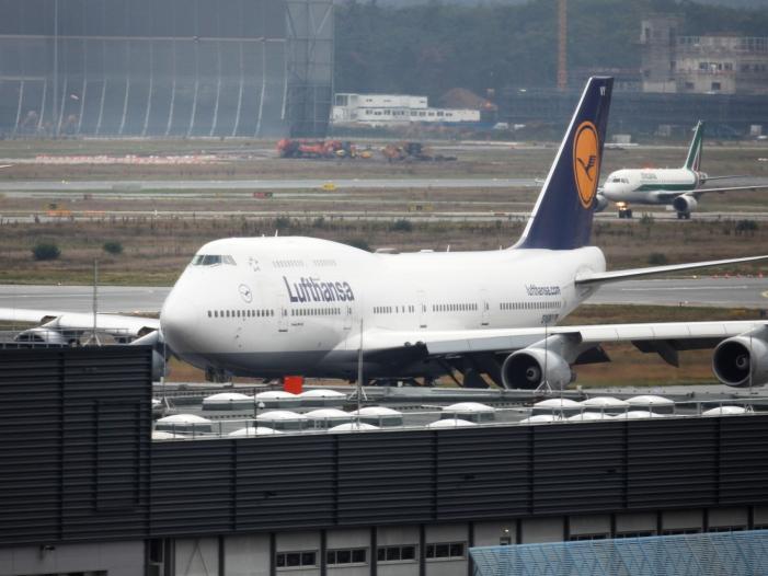 Bild von Lufthansa streicht wegen Streiks rund 1.300 Flüge