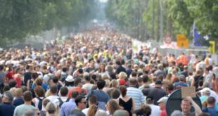 """Menschen 310x165 - Weltbevölkerungskonferenz: Stiftung Weltbevölkerung fordert """"Signal"""""""