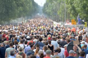 """Menschen 310x205 - Weltbevölkerungskonferenz: Stiftung Weltbevölkerung fordert """"Signal"""""""