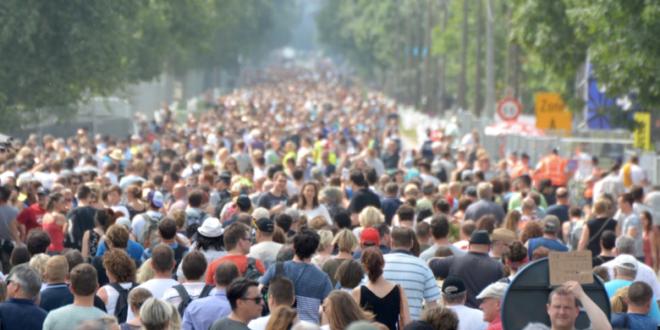 """Menschen 660x330 - Weltbevölkerungskonferenz: Stiftung Weltbevölkerung fordert """"Signal"""""""