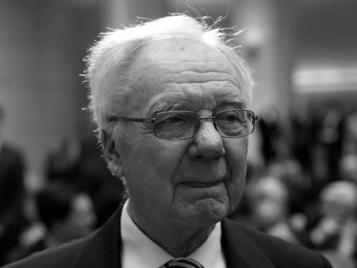 Photo of Brandenburgs Ex-Ministerpräsident Manfred Stolpe ist tot
