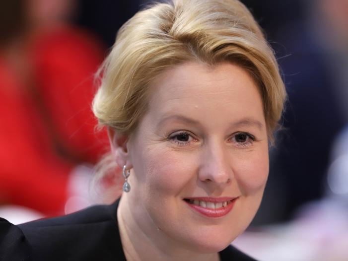 Familienministerin verteidigt Demokratie Programme - Familienministerin verteidigt Demokratie-Programme