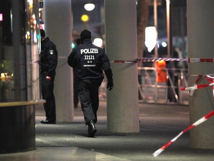 Fehlalarm am Berliner Breitscheidplatz Erinnerungen an Anschlag - Fehlalarm am Berliner Breitscheidplatz - Erinnerungen an Anschlag