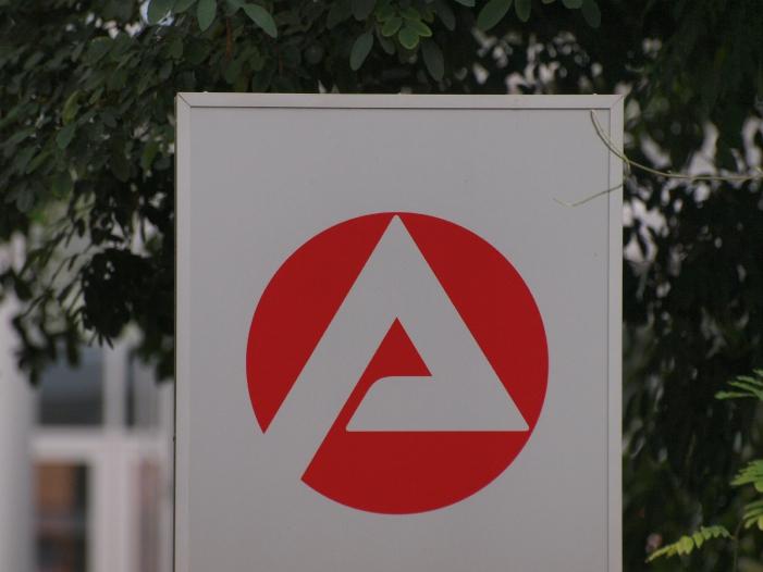 Photo of Grüne kritisieren Mittelstreichungen in NRW-Arbeitslosenzentren