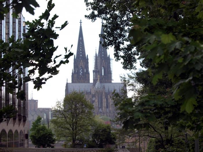 """Bild von Kölns Erzbischof warnt vor """"Herumbasteln"""" an der Kirche"""