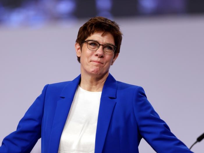 Photo of Kramp-Karrenbauer: Ehrenamt sollte Bewerber-Vorteil werden