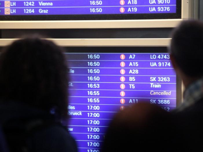 Lufthansa kritisiert Frankfurter Flughafen im Warteschlangen Streit - Lufthansa kritisiert Frankfurter Flughafen im Warteschlangen-Streit