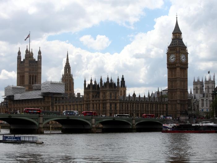 Neue Sitzungsperiode des britischen Parlaments eröffnet