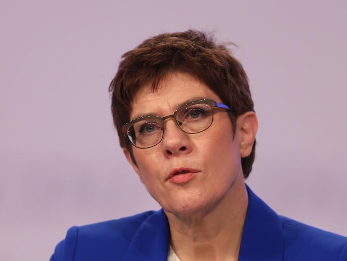 SPD-Spitze fordert Eingreifen von CDU-Chefin in Neonazi-Affäre