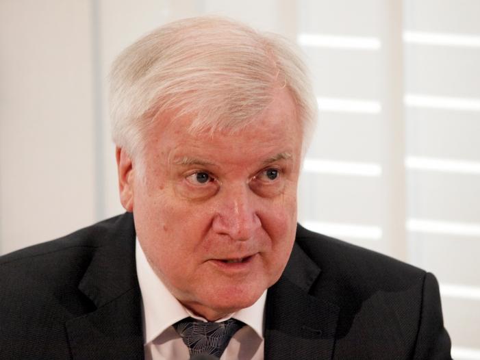 """Photo of Seehofer wirft Habeck """"unredliche Politik"""" vor"""