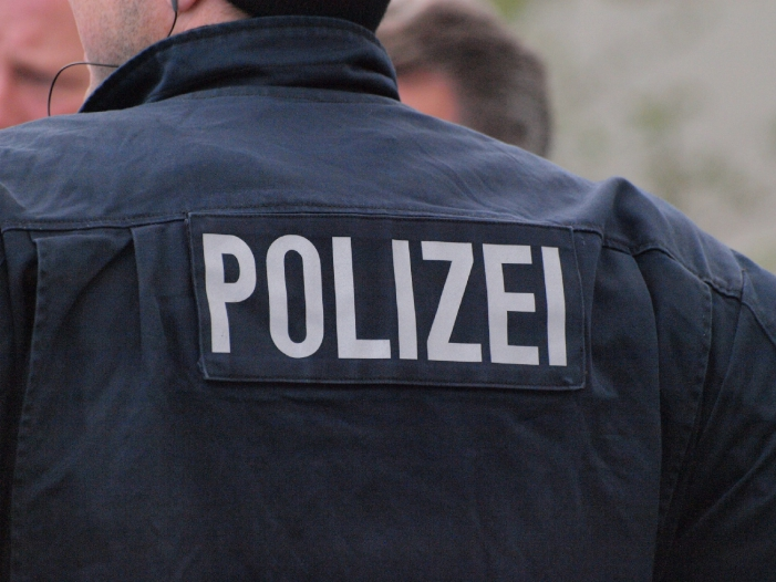 Photo of Streit um kugelsichere Polizeihelme
