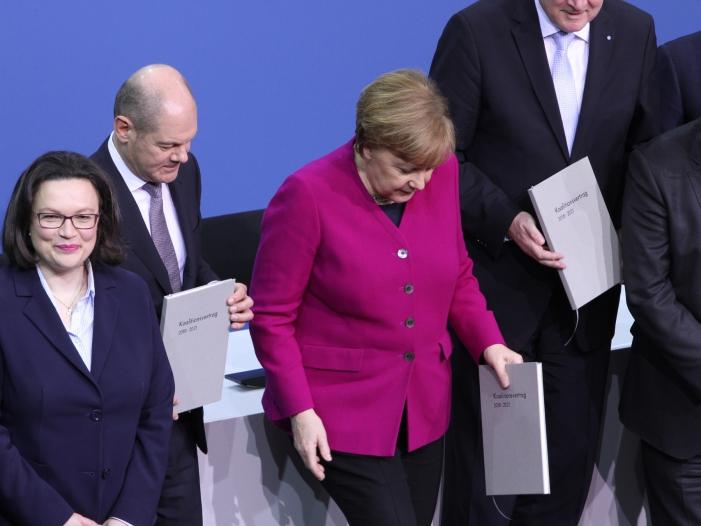 Photo of Umfrage: Scholz bei Politikerzufriedenheit gleichauf mit Merkel