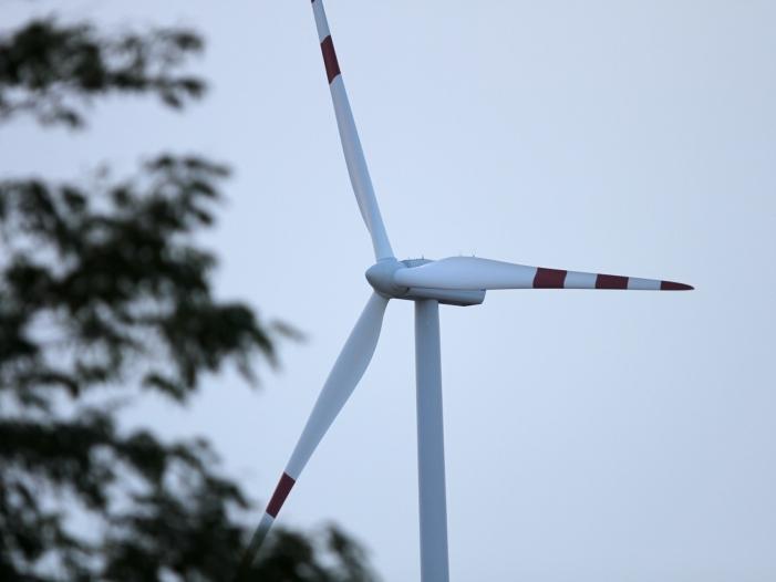 Wirtschaftsminister hält an Abstandsregelung für Windräder fest - Wirtschaftsminister hält an Abstandsregelung für Windräder fest