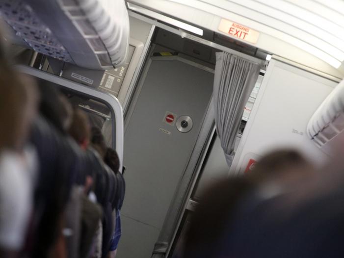 Bild von Zahl der Todesopfer bei Flugzeugabstürzen sinkt wieder