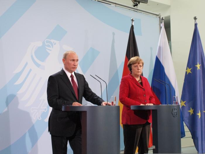 Photo of Außenpolitiker setzen Hoffnung in Merkels Treffen mit Putin