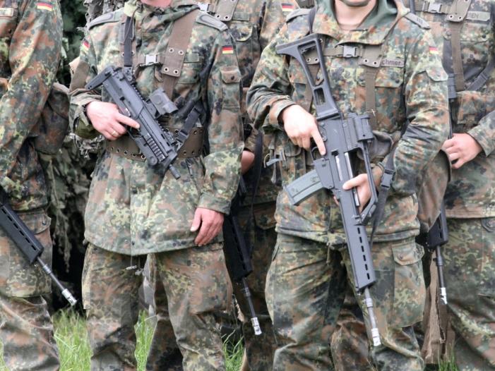 Bild von Kramp-Karrenbauer will Bundeswehr trotz Krise im Irak halten