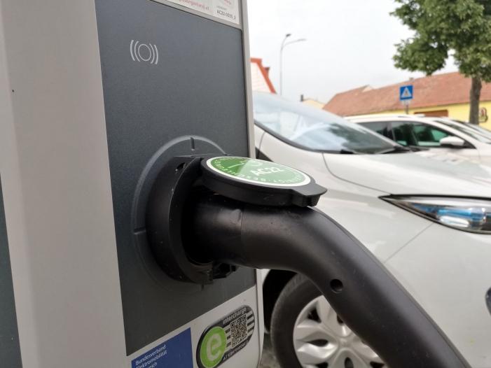 Photo of Zahl der Stromtankstellen für E-Autos steigt auf 24.000