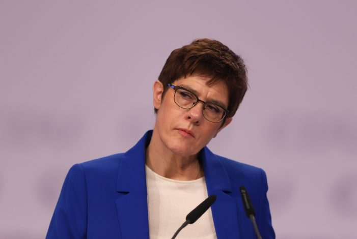 "Photo of Verteidigungsministerin will ""Open Skies""-Abkommen retten"